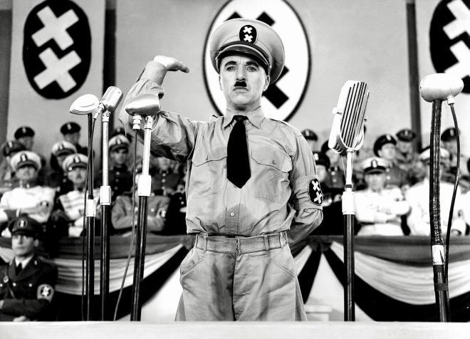 Charles Chaplin: en el gran dictador un barbero judío acaba siendo adorado como líder.  Es la autoridad percibida y atribuida.